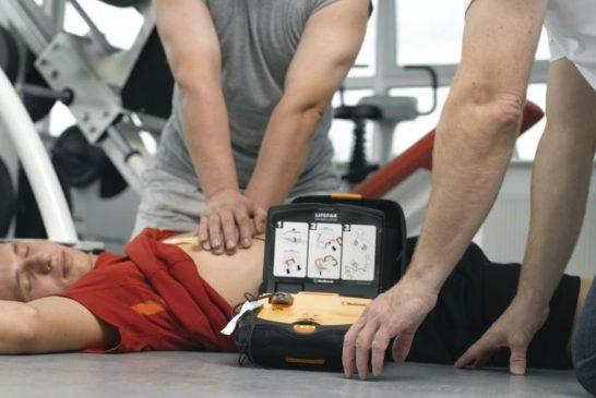 Pro e contro il defibrillatore