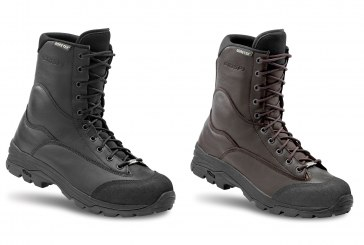 Una scarpa da combattimento