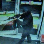Rapinano il McDonald's con fucile da soft air