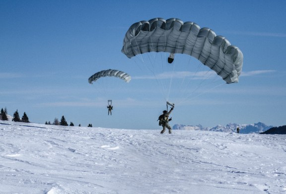 Arditi dal cielo: il 9° Reggimento d'assalto paracadutisti
